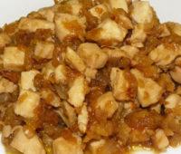 Pollo con cebolla y manzanas