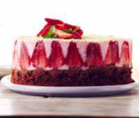 Como hacer una riquísima torta de chocolate y frutillas invertida