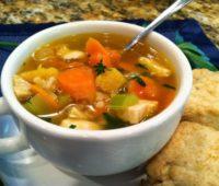 Delicioso caldo de verduras para combatir el frío