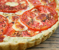 Deliciosa tarta de tomates y roquefort para compartir en familia