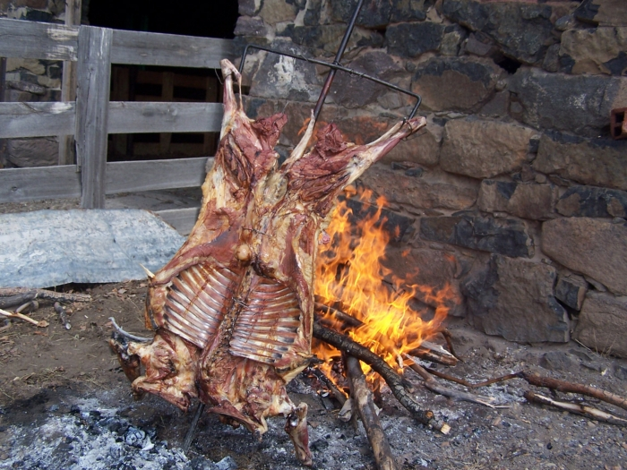 Como hacer un cordero al asador cocinachic for Cocinar cabeza de cordero