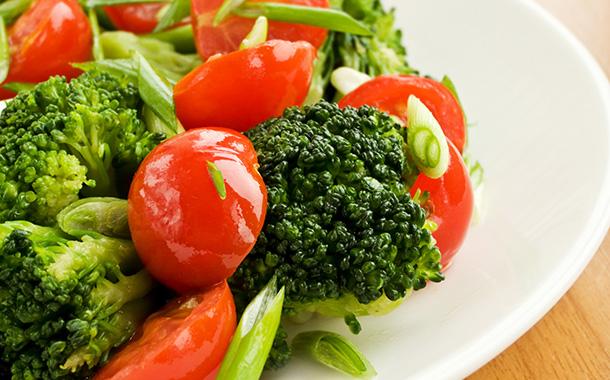 brocoli y tomates
