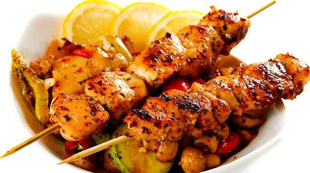 Receta brochetas de pollo cocinachic - Como preparar pinchos de pollo ...