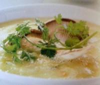 Sopa de papas con setas de cardo