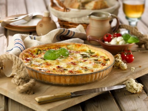 tomato-mozzarella-and-basil-quiche-700x524