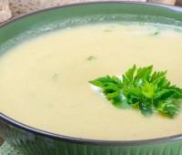 Sopa crema de pollo para compartir en familia