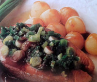 Riquísimo salmón salteado con verdeo