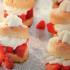 Facilísimos Bocados de frutillas con crema de leche