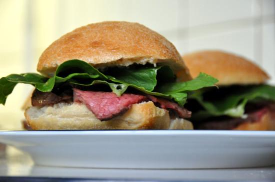flickr_-_cyclonebill_-_sandwich_med_oksecuvette_romainesalat_og_dressing_med_peberrod_hvidlog_og_sennep