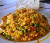 Nutritivo arroz con pollo para compartir en familia