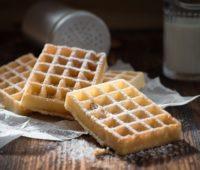 Ricos waffles de queso para compartir con amigos