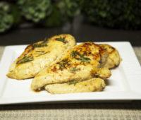 Delicioso pollo marinado con hierbas